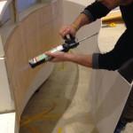 Installazione del restyling del bancone interno